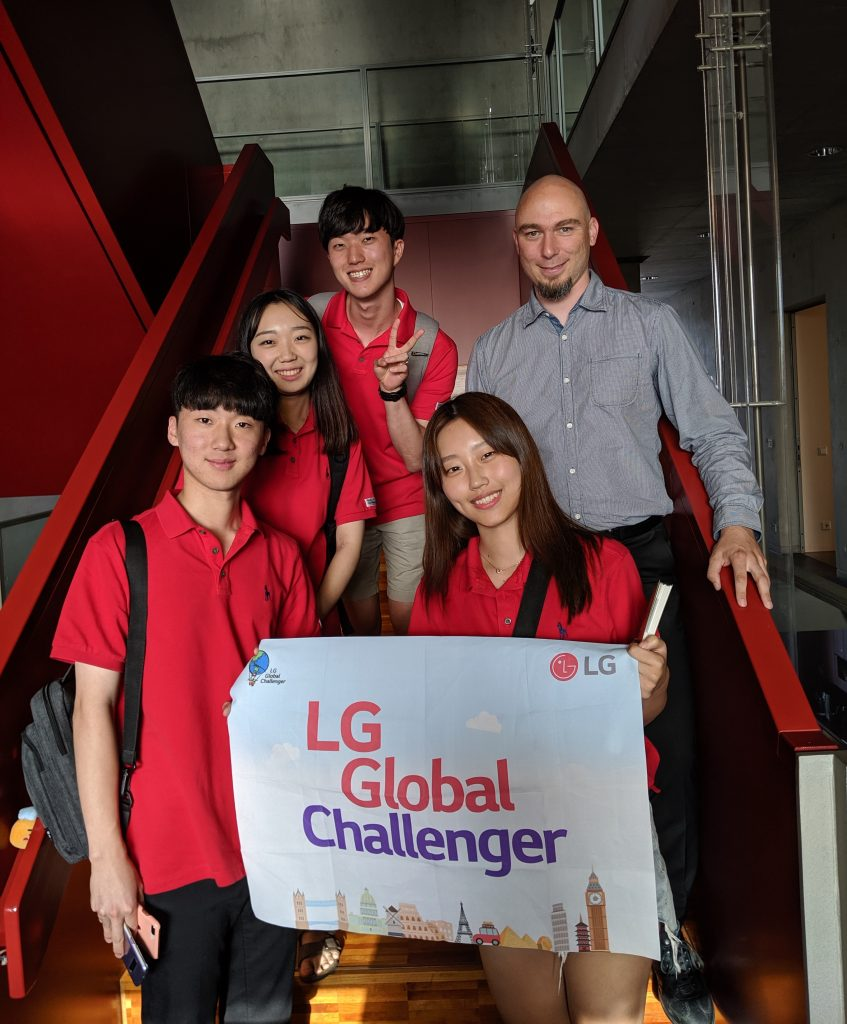 [photo LG Global Challenger Team]
